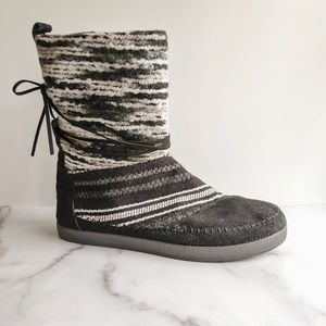 TOMS Nepal Boot black and white stripe suede
